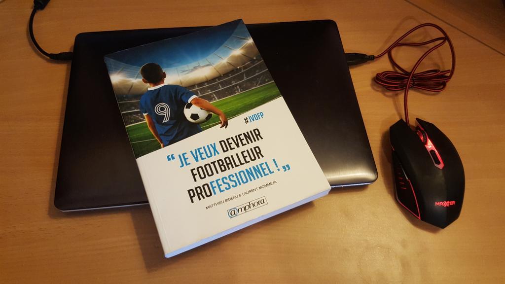 Comment devenir footballeur professionnel? : plus de 100 conseils à lire dans ce livre
